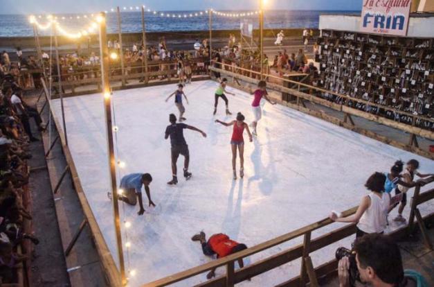 Imagen: La pista de hielo, del norteamericano Duke Riley, ubicada en Malecón y Belascoaín. - Multimedia › Granma - Órgano oficial del PCC